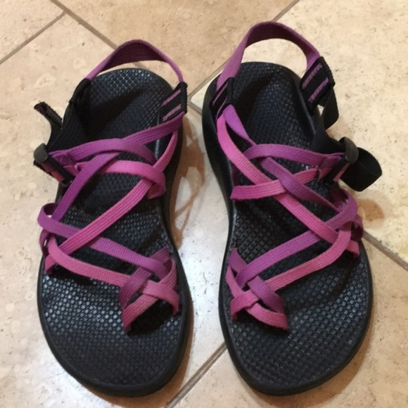 b97b46f361dc Chaco Shoes - Pre-loved CHACOS ~ women s size w7